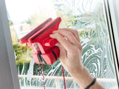Magnetiga aknapuhastaja