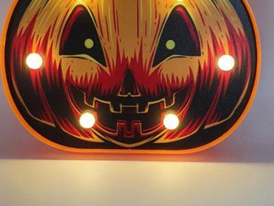 Tuledega Halloweeni dekoratsioon